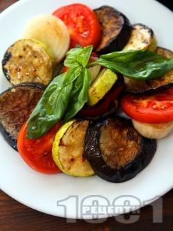 Салата Рататуй от мариновани зеленчуци (син патладжан, тиквички, лук, чушки) на грил - снимка на рецептата